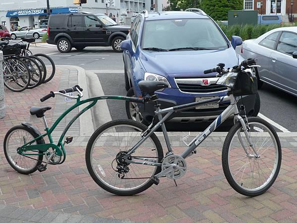 這邊也有出租腳踏車,各種形式都有.JPG