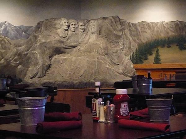 偽總統巨石像.JPG