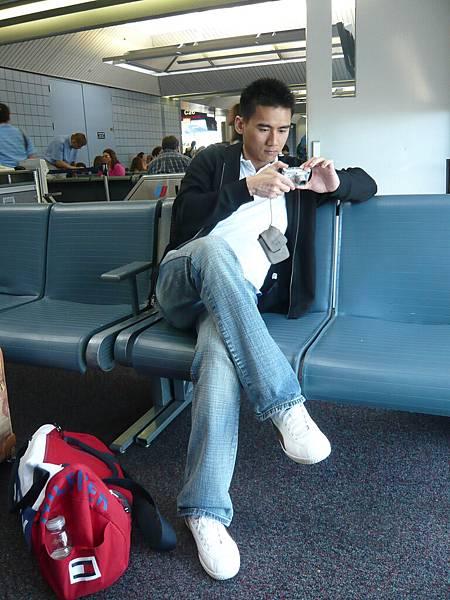 第一次和Kevin一起搭飛機.JPG