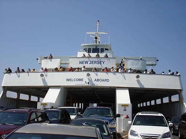 我們跑到船頭,回頭照船身.JPG