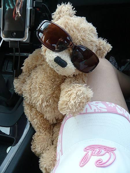 小熊也有戴太陽眼鏡喔.JPG