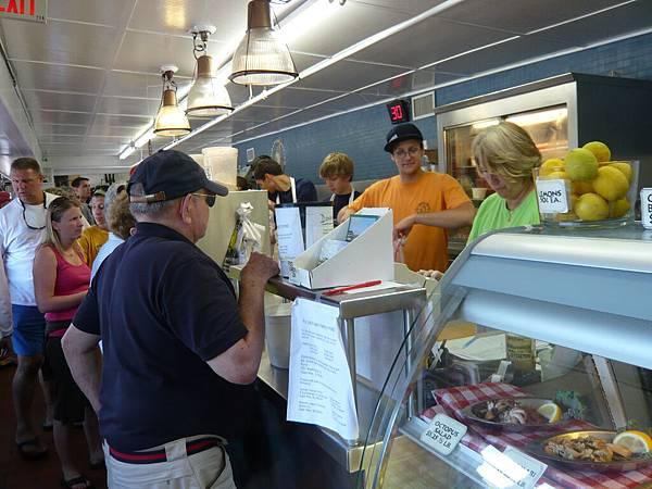 還有一個賣海鮮的小商店.JPG