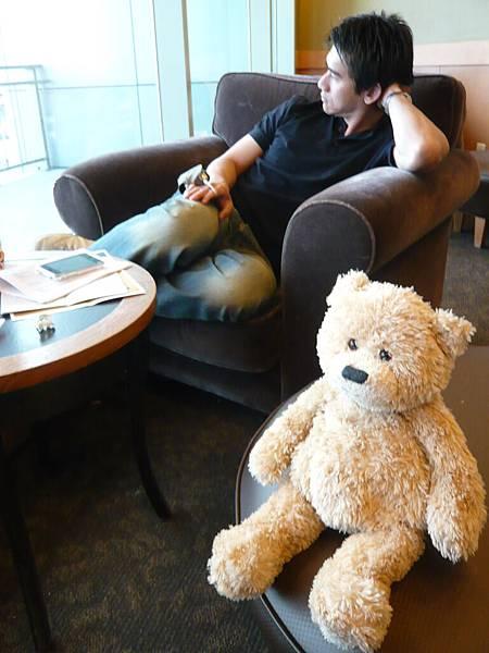 小熊也懶洋洋的.JPG