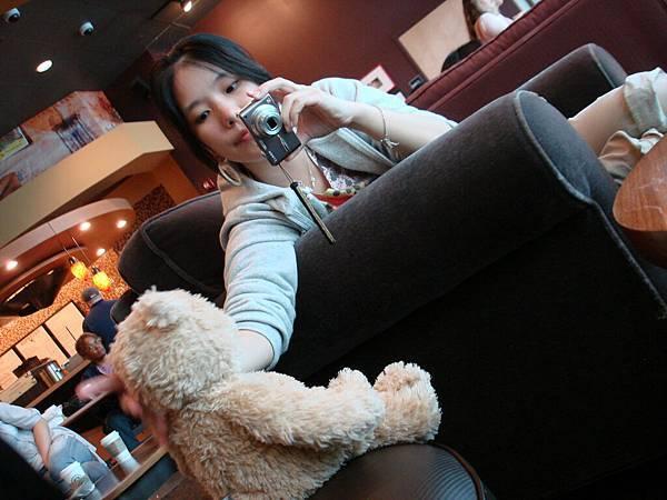 休息時刻有小熊真的很好玩.JPG
