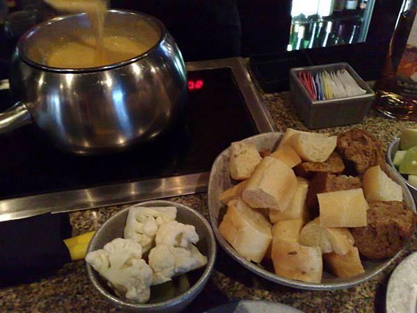 這是前菜,沾cheese吃