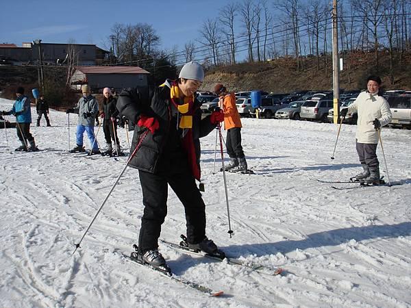 大家一起上滑雪課.JPG