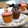 Mickey_and_Minnie_Cupcakes (1)