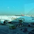 杜拜到里斯本換另一台較小的飛機。
