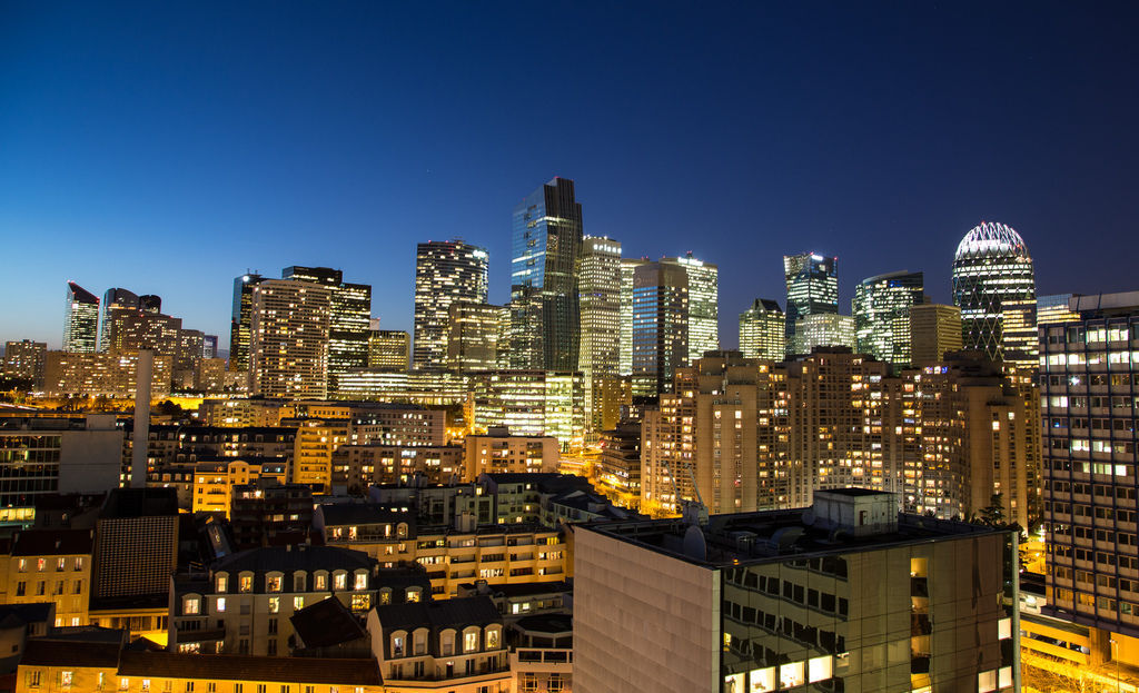 從公寓廚房往外拍的景色,高樓區是La Défense,巴黎近郊的大型商業區,許多外商和本土企業都在此設點