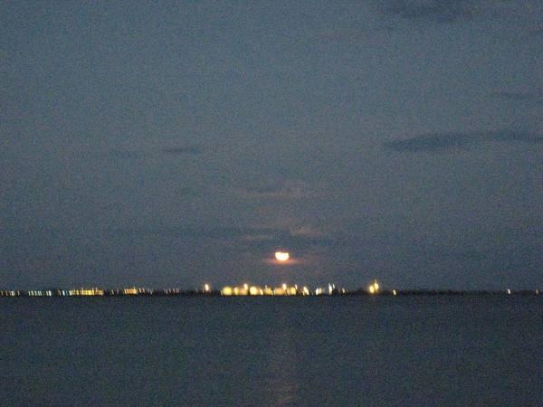月亮出來囉