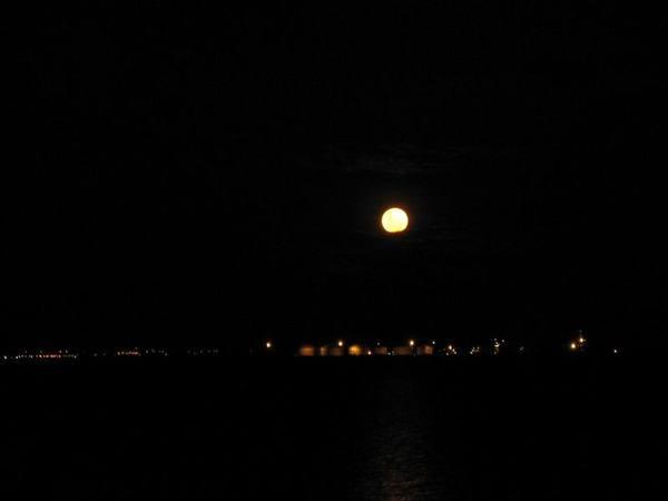 很圓的月亮喔!!!