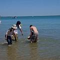 丟不出去,只好直接把Mark往水裡放..@@