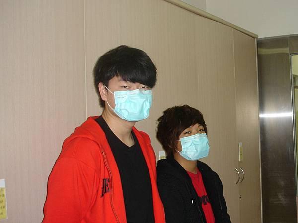 小玲的同學在病房等候探病