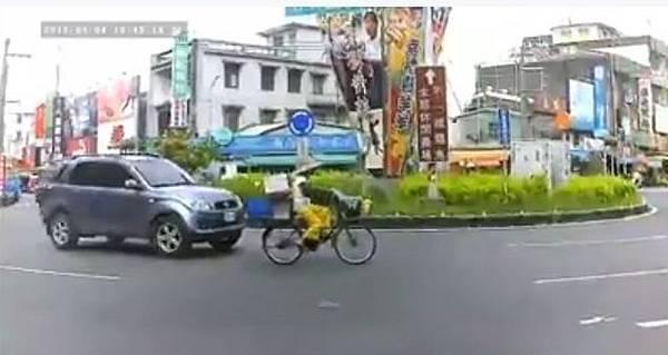 屏東潮州圓環車禍