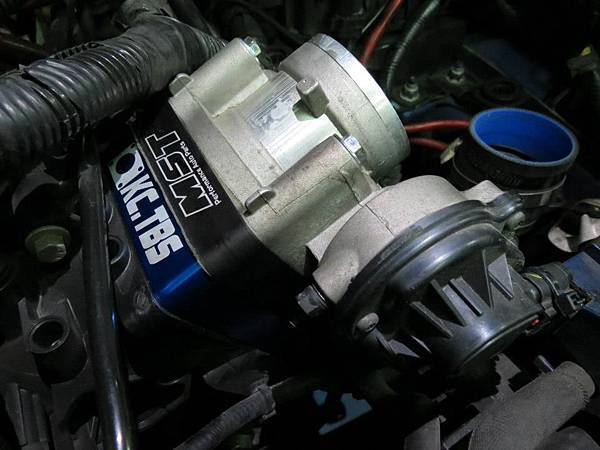 Ford Focus MK2 Install KC.TBS Throttle Body Spacer_001