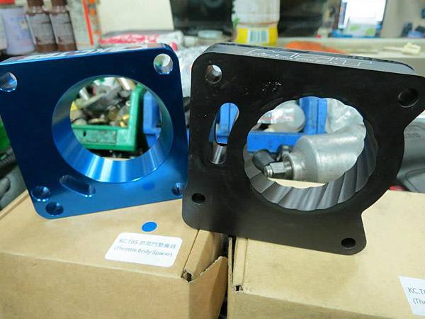 Ford Focus MK2 Install KC.TBS Throttle Body Spacer_002