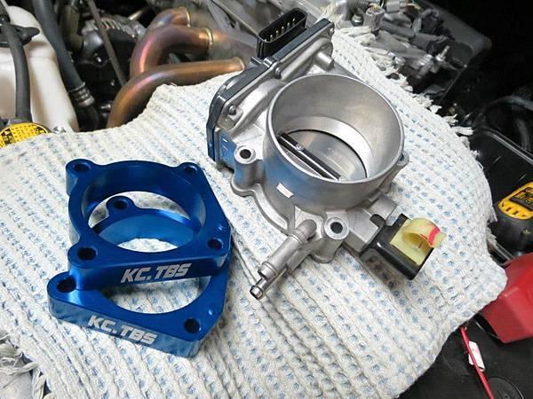 Toyota 2012 Camry 2.5 (2AR-FE) Install KC.TBS Throttle Body Spacer_003