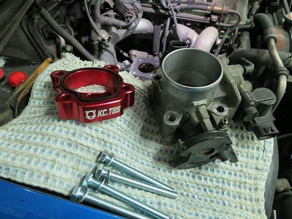 Suzuki Jimny (M13A) Install KC.TBS Throttle Body Spacer_001