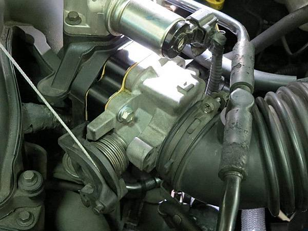 Ford Escape 3.0 Install KC.TBS Throttle body spacer_01