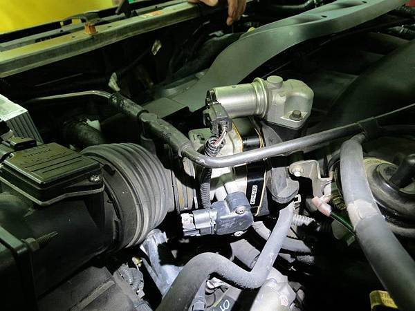 Ford Escape 3.0 Install KC.TBS Throttle body spacer_04