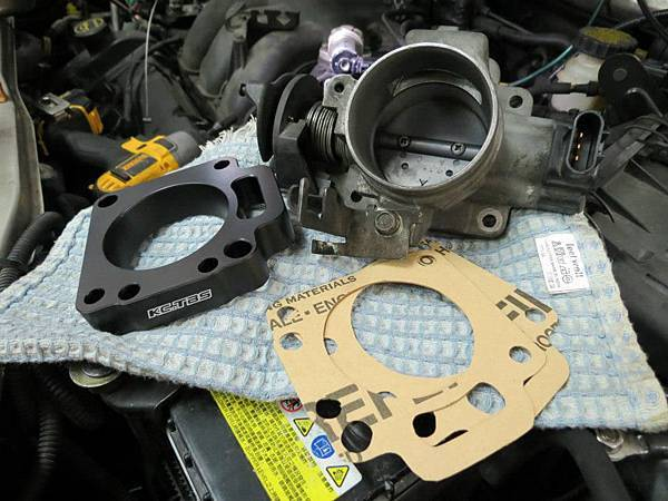 Ford Escape 3.0 Install KC.TBS Throttle body spacer_06