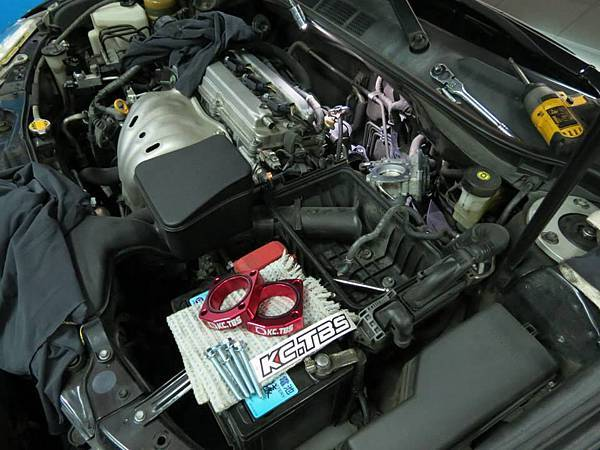 Toyota 07 Camry 2.0 Install KC.TBS Throttle Body Spacer x2 _001.jpg