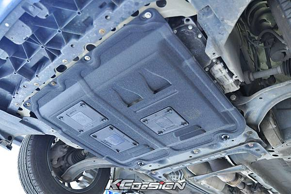Nissan Tiida 1.8 安裝 KCdesign 強化塑鋼下護板 _04.jpg