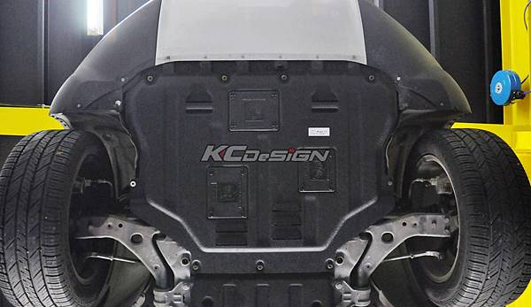 Ford Kuga 1.6T 安裝 KCDesign 塑鋼引擎下護板_10.jpg