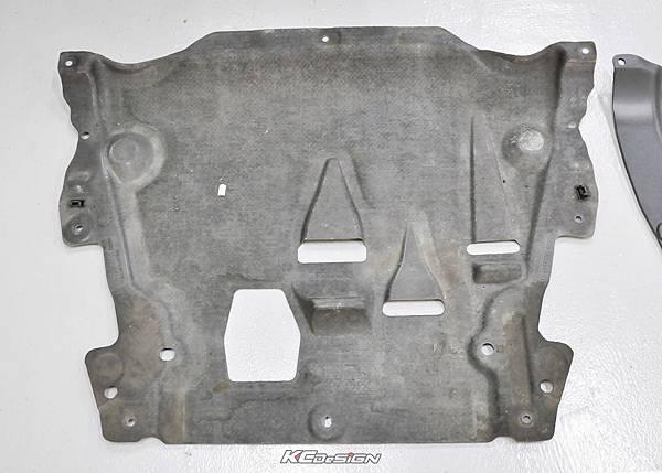 Volvo XC60 安裝 KCDesign 塑鋼引擎下護板_02.jpg