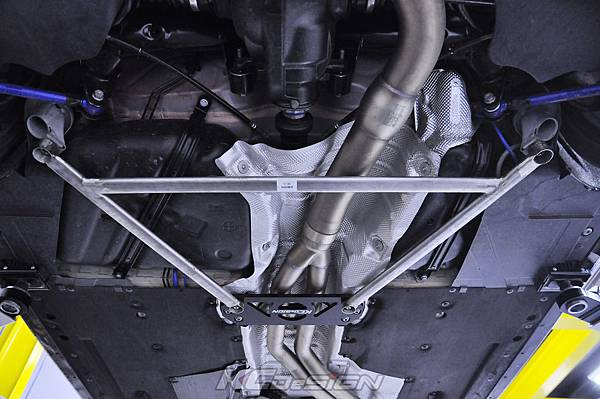 BMW F22 M235i 安裝 KCDesign 中後下結構桿(套)_01.jpg