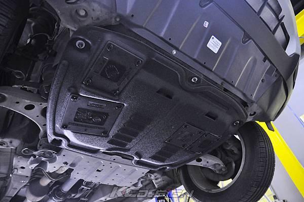 Lexus RX330 安裝 KCDesign 塑鋼引擎下護板_05.jpg