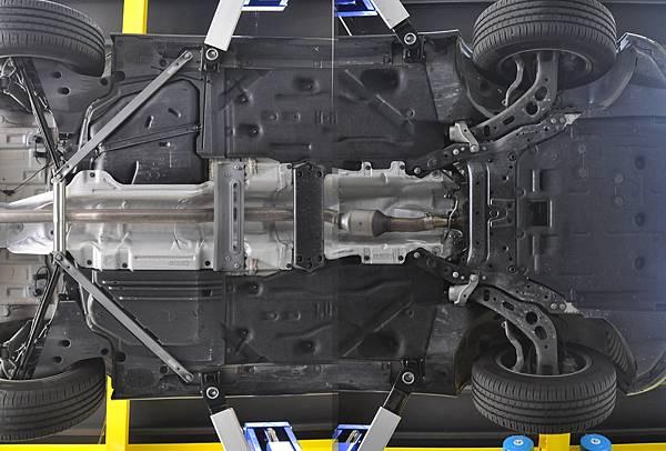 F45 2AT 原廠底盤.jpg