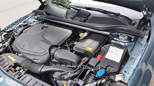 M-Benz GLA180 安裝 KCDesign 引擎室拉桿_002.jpg