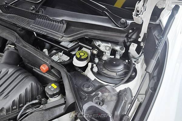BMW F45 2AT 安裝 KCDesign 引擎室拉桿_007.jpg