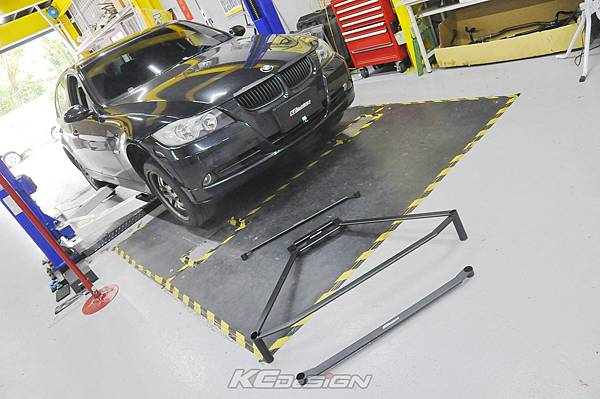 BMW E90 320i 升級 KCDesign 全車底盤結構桿(三件式)_002.jpg