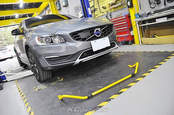 Volvo V60 CC 安裝 KCDesign 後防傾桿、引擎室拉桿_002.jpg