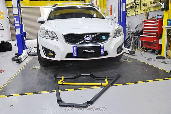 Volvo C30 D4 安裝 KCDesign 前下4點式結構桿、25mm後防傾桿_020.jpg
