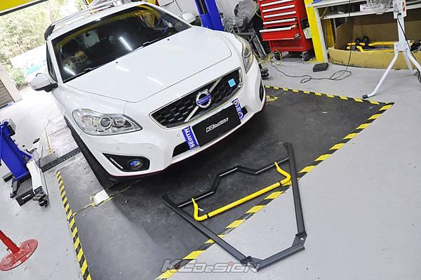 Volvo C30 D4 安裝 KCDesign 前下4點式結構桿、25mm後防傾桿_018.jpg