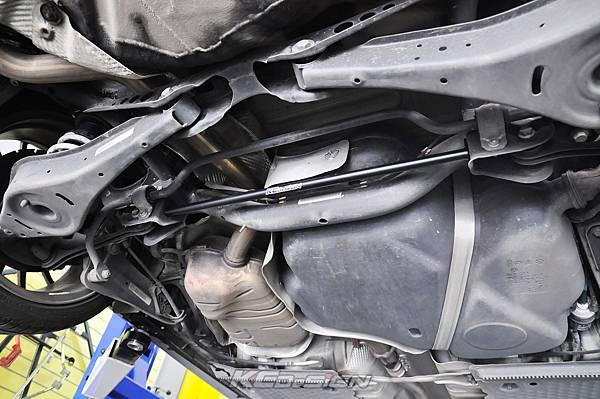 VW Golf 6 Variant 1.4 安裝 KCDesign 前下二點、後下二點式結構桿_007.jpg