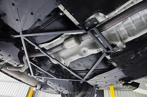 BMW F31 320i 升級 KCDesign 全車底盤結構桿(4件式.含後上拉)_012.jpg