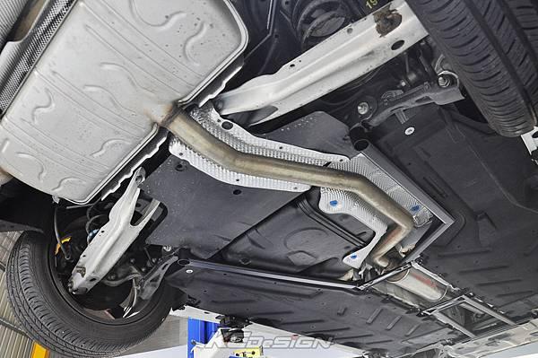 M-Benz CLA250 安裝 KCDesign 全車底盤結構桿、鋁合金引擎下護板_010.jpg