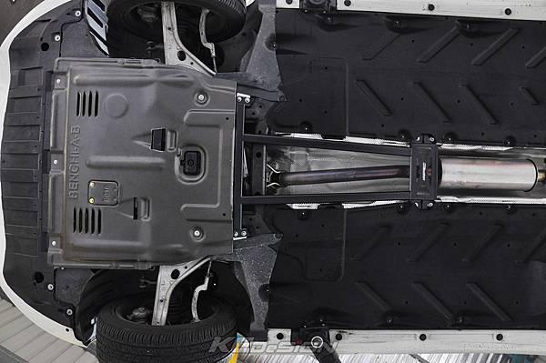 M-Benz CLA250 安裝 KCDesign 全車底盤結構桿、鋁合金引擎下護板_015.jpg