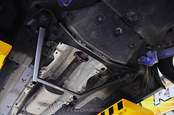 Volvo V60 T6 安裝 KCDesign 前後4點式結構桿、碳纖維引擎室拉桿_002.jpg