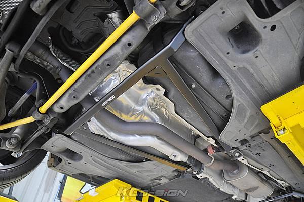Volvo V60 T6 安裝 KCDesign 前後4點式結構桿、碳纖維引擎室拉桿_003.jpg