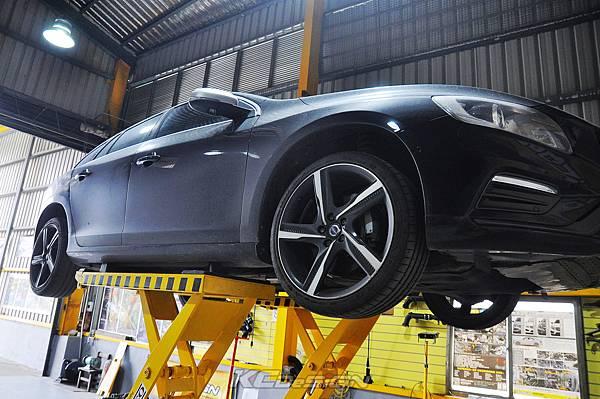 Volvo V60 T6 安裝 KCDesign 前後4點式結構桿、碳纖維引擎室拉桿_001.jpg