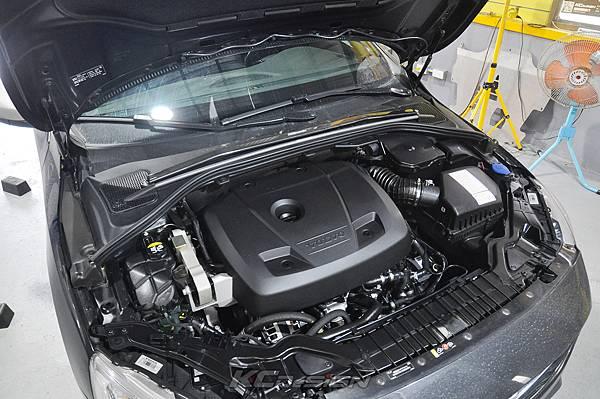 Volvo V60 T6 安裝 KCDesign 前後4點式結構桿、碳纖維引擎室拉桿_017.jpg