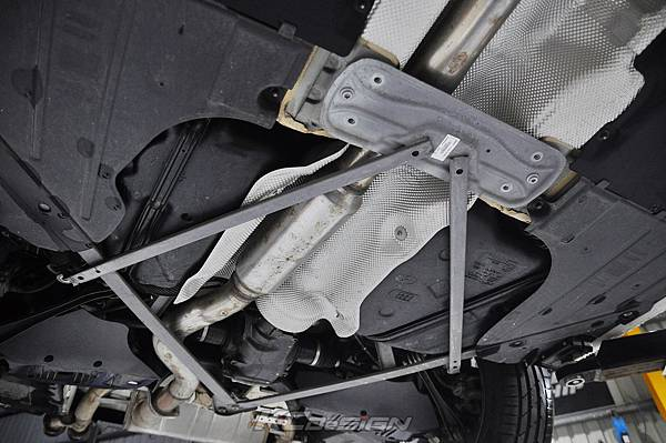 BMW F34 320i 升級 KCDesign 全車底盤結構桿(4件式) 含後下二點拉桿_005.jpg