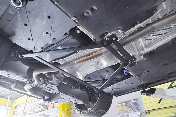 BMW F36 420i GC 安裝 KCDesign 後下4點式結構桿、前強化李子串_002.jpg
