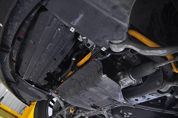 BMW F30 Lci 320i 升級 KCDesign 前後防傾桿_003.jpg