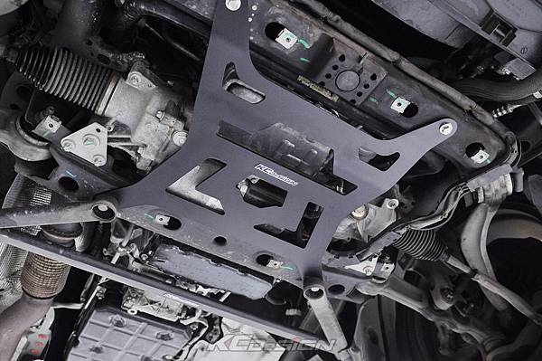 M-Benz W205 C300 測試 KCDesign 前下4點式結構板、前下4點結構桿(V字)_017.jpg